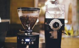 Ekspres do kawy – z młynkiem czy bez?