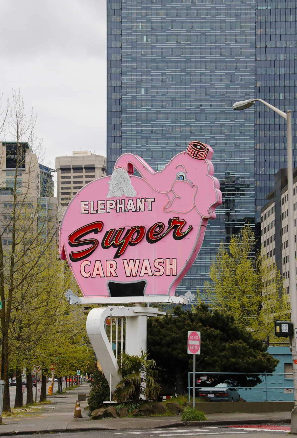 Czyszczenie samochodu a myjka do okien – fakty i mity